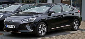 Hyundai Ioniq - Image: Hyundai IONIQ electric Premium – Frontansicht, 7. Mai 2017, Düsseldorf