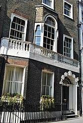 Borough Rooms London Hostel