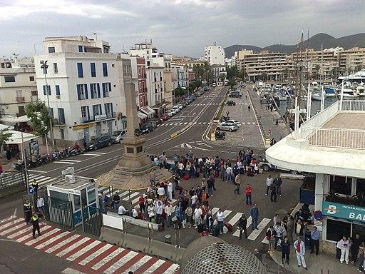 Ibiza-Stadt: Hafen und Monumento a los Corsarios. Ibiza Puerto