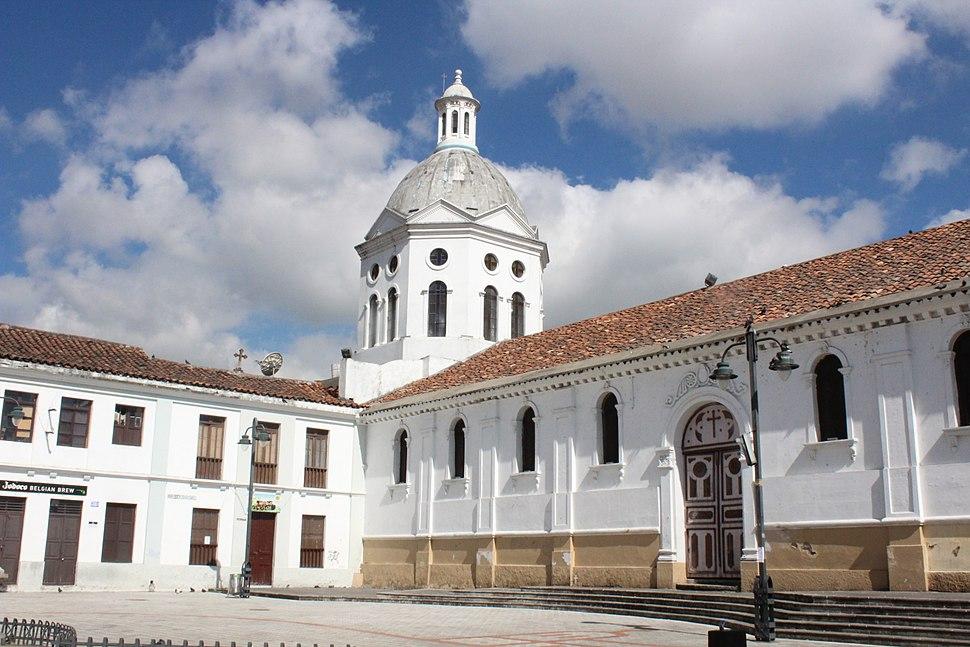 Iglesia de San Sebasti%C3%A1n en la ciudad de Cuenca, Ecuador
