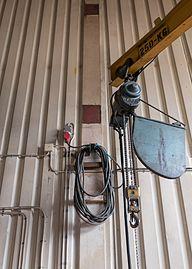 Indoor crane with lifting hook.jpg