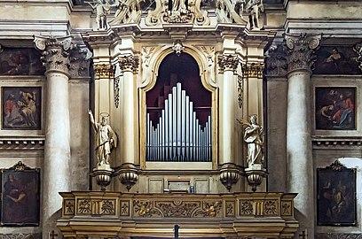 Interior of San Pantaleone (Venice) Organo.jpg