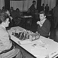 Interzone schaaktoernooi in het GAK gebouw te Amsterdam, de Rus Boris Spasski (r, Bestanddeelnr 916-5228.jpg
