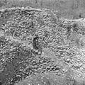 Israel 1948-1949; Meggiddo. Man in de ruines van de stallen van Salomo bij Meggiddo (255-1519).jpg