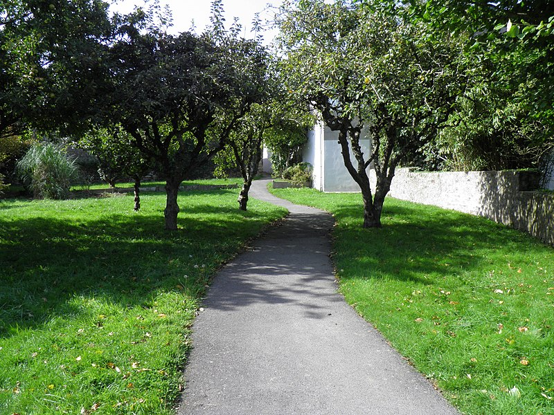 File:Jardin (Saint-Renan).jpg