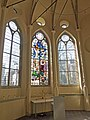 Jeruzalemstraat 12 in Gouda, interieur Jeruzalemkapel (2) Glas in lood raam.jpg