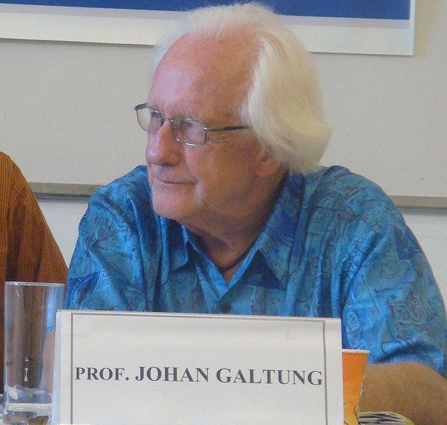 Johan Galtung. Foto: David Lisbona (CC BY 2.0)