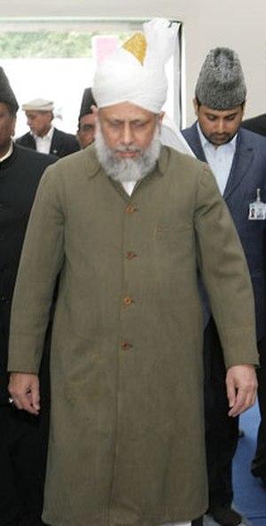 Mirza Masroor Ahmad - Khalifatul Masih V at the International Bay'ah Ceremony 2007 wearing the green coat of Mirza Ghulam Ahmad.