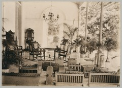 KITLV 12529 - Kassian Céphas - Gamelan in the gallery of the residency at Yogyakarta - Around 1895.tif