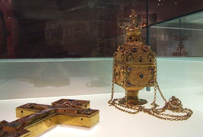 File:Kadilo and cross (Kremlin Armory).JPG