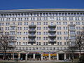 Karl-Marx-Allee Block E Nord Berlin April 2006 027.jpg