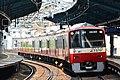 Keikyu 2100 series at Heiwajima Station 1 (47984001741).jpg