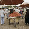 Kersenverkoper op de markt - Stichting Nationaal Museum van Wereldculturen - TM-20037981.jpg