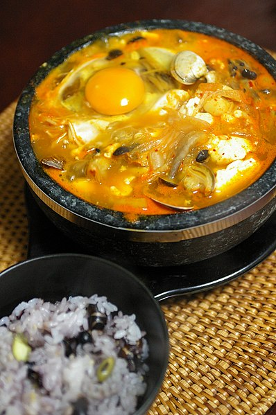File:Korean.food-Sundubu.jjigae-01.jpg