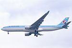 Korean Air Airbus A330-322 (HL7524-206) (24482500719).jpg