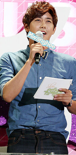 Kwanghee hosting Music Core, September 2012.jpg