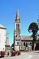 L'église Saint-Clair-et-Saint-Martin et le monument aux morts.jpg