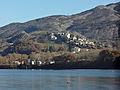 Lac de La Saulce-Curbans et vue sur Curbans.jpg