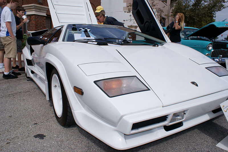 File:Lamborghini Countach 1984 5000S RNose DoorOpen LakeMirrorClassic 17Oct09 (14598606984).jpg