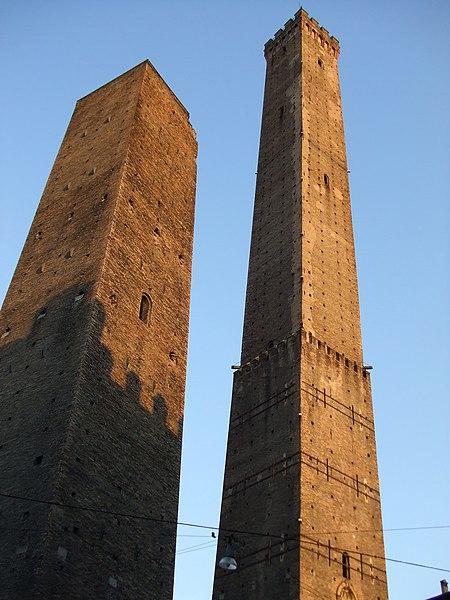 Archivo:Las dos torres de Bolonia.jpg