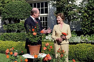 Jackson & Perkins - Image: Laura Bush smiles at Bill Williams, President and CEO of Harry & David Holdings, Monday, October 2, 2006