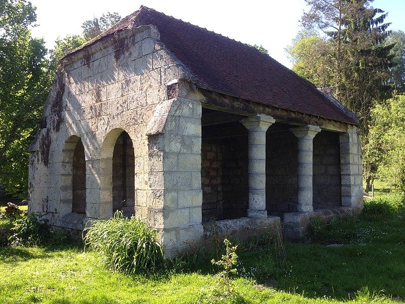 Lavoir du XII e siècle à Septvaux (Aisne, Picardie)