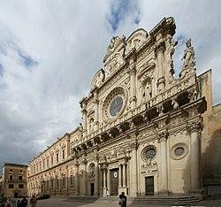 Veduta della Basilica di Santa Croce con l'adiacente Palazzo dei Celestini