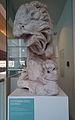 Leeuw met prooi (160-190 na Chr.), opgedregd uit de Maas ter plekke van de Romeinse brug, collectie Centre Céramique, Maastricht.jpg