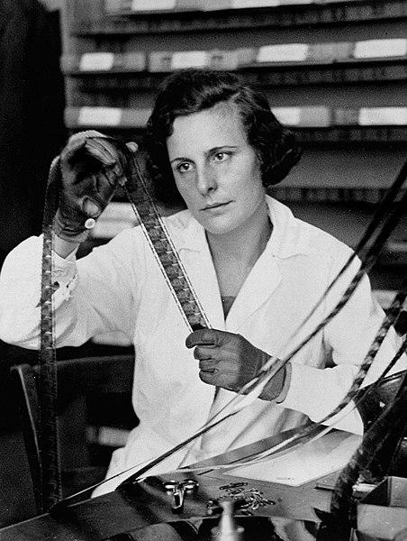 File:Leni Riefenstahl, 1935.jpg