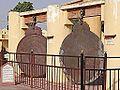 Les astrolabes géants du Jantar Mantar (Jaipur) (8487565566).jpg