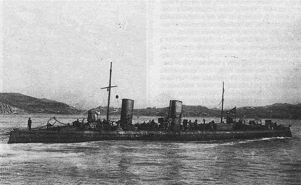 600px-LeytenantBurakov1904.jpg