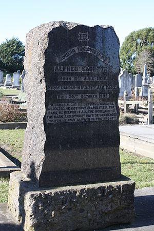 Alfred Saunders - Saunders' gravestone at Linwood Cemetery