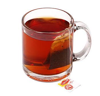English: A mug of Lipton tea.