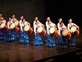 Little Angels Children's Folk Ballet of Korea - Hourglass drum dance