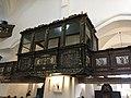 Loża kolatorska w kościele św. Katarzyny Aleksandryjskiej w Bierutowie.jpg