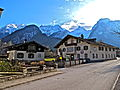 Lofer Häuser mit Loferer Steinberge im Hintergrund 1.JPG