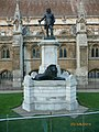 London Oliver Cromwell Statue - panoramio.jpg