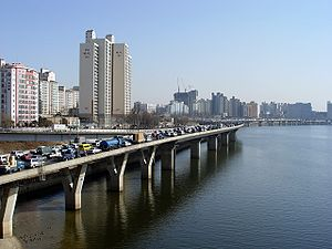 Looking east along the north bank of the Han from Seogang Bridge.jpg
