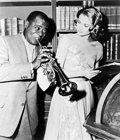 "Louis Armstrong and Grace Kelly on the set of ""High Society"", 1956.jpg"