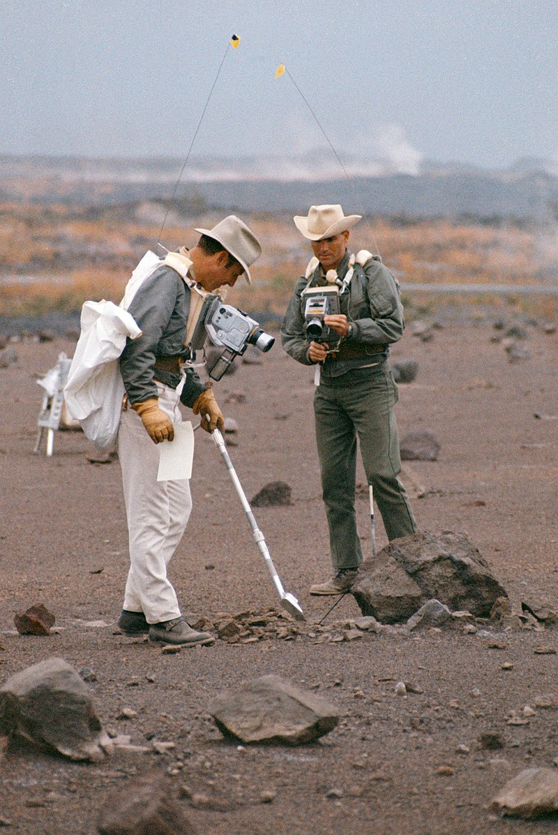 800px-Lovell_and_Haise_geology_training_%28S70-20253%29.jpg