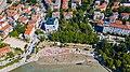 Luftbild vom Strand Bacvice in Split, Kroatien (48608599496).jpg