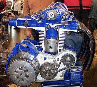 Hemispherical combustion chamber - Sectioned motorcycle engine, with hemispherical head