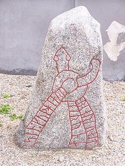 M 16 Runsten vid Sköns kyrka.jpg