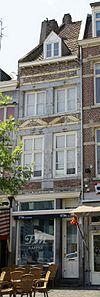 foto van Huis met smalle lijstgevel.