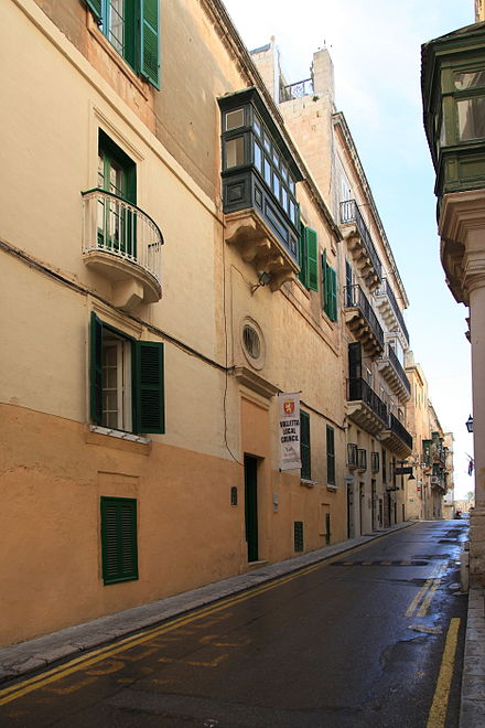 Palazzo Lascaris, the former local council building Malta - Valletta - Triq Nofs-in-Nhar + Local Council 01 ies.jpg