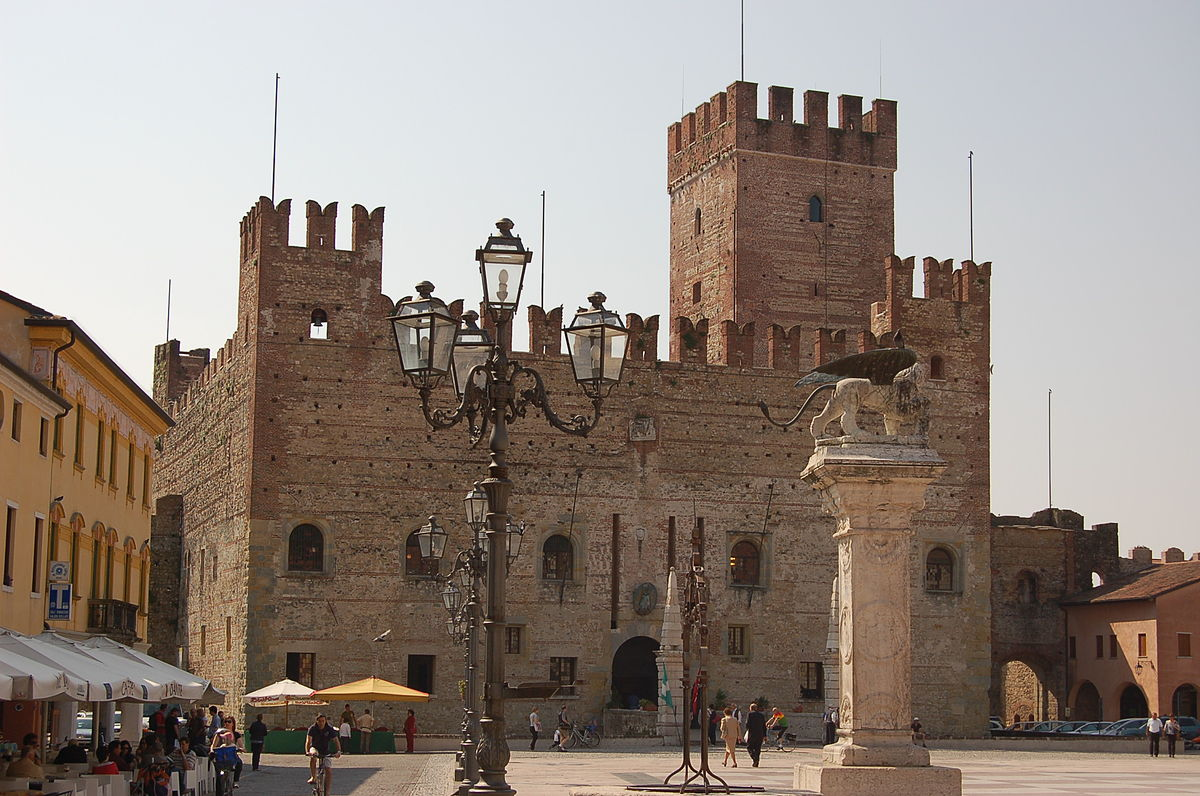 Castello di marostica wikipedia for Immagini di interni