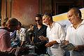 Mauricio Macri entregando entradas con la banda de rock Tan Biónica (8471743282).jpg