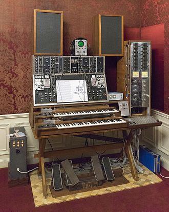 Trautonium - Image: Max Brand Synthesizer 2