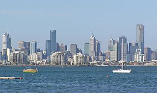 Melbourne skyline By Donaldytong (Own work) [GFDL (https://www.gnu.org/copyleft/fdl.html), CC-BY-SA-3.0 (https://creativecommons.org/licenses/by-sa/3.0/) or CC-BY-SA-2.5 (https://creativecommons.org/licenses/by-sa/2.5)], via Wikimedia Commons