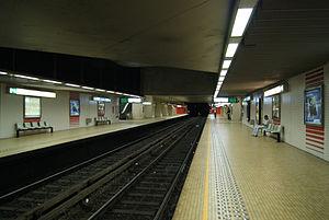 Porte de Hal metro station - Platforms of line 2 in Hallepoort/Porte de Hal station, Brussels metro.